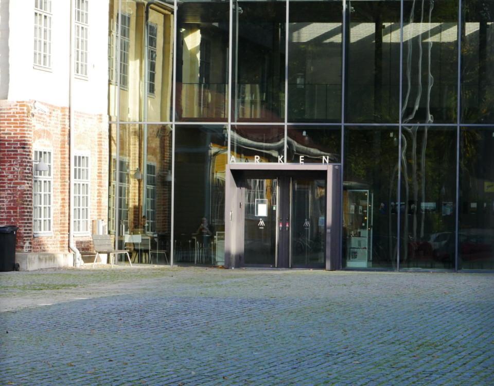 dörringång till åbo akademis arken-byggnad
