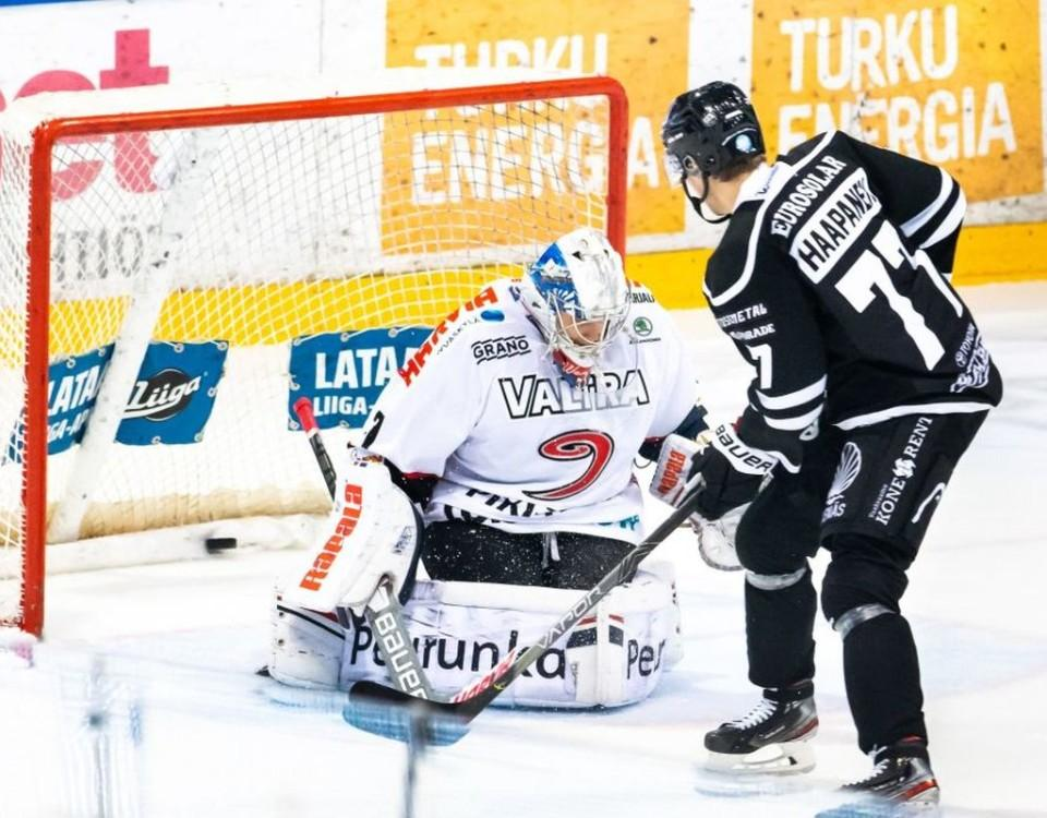 Hockeyspelare vid mål