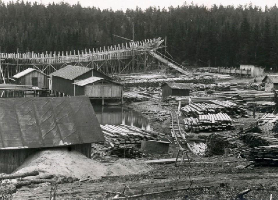 fartyg på gammalt grått foto