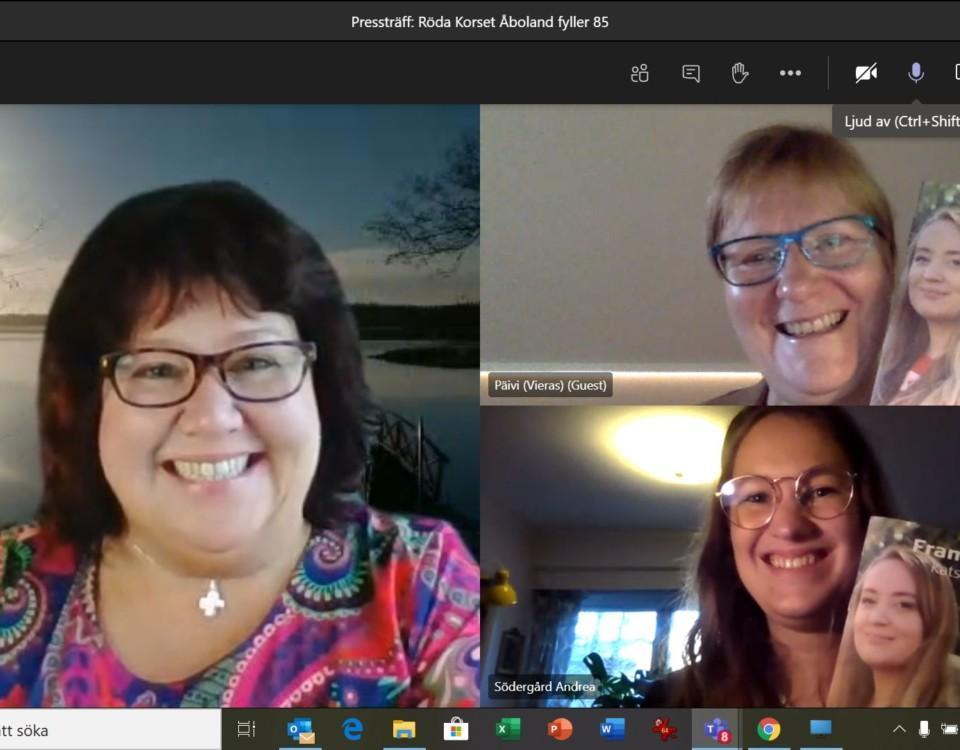 skärmdump av tre glada damer