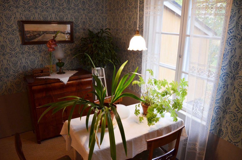 Vardagsrum i gammalt hus