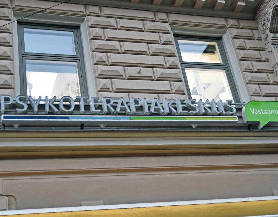 en skylt med texten Psykoterapiakeskus