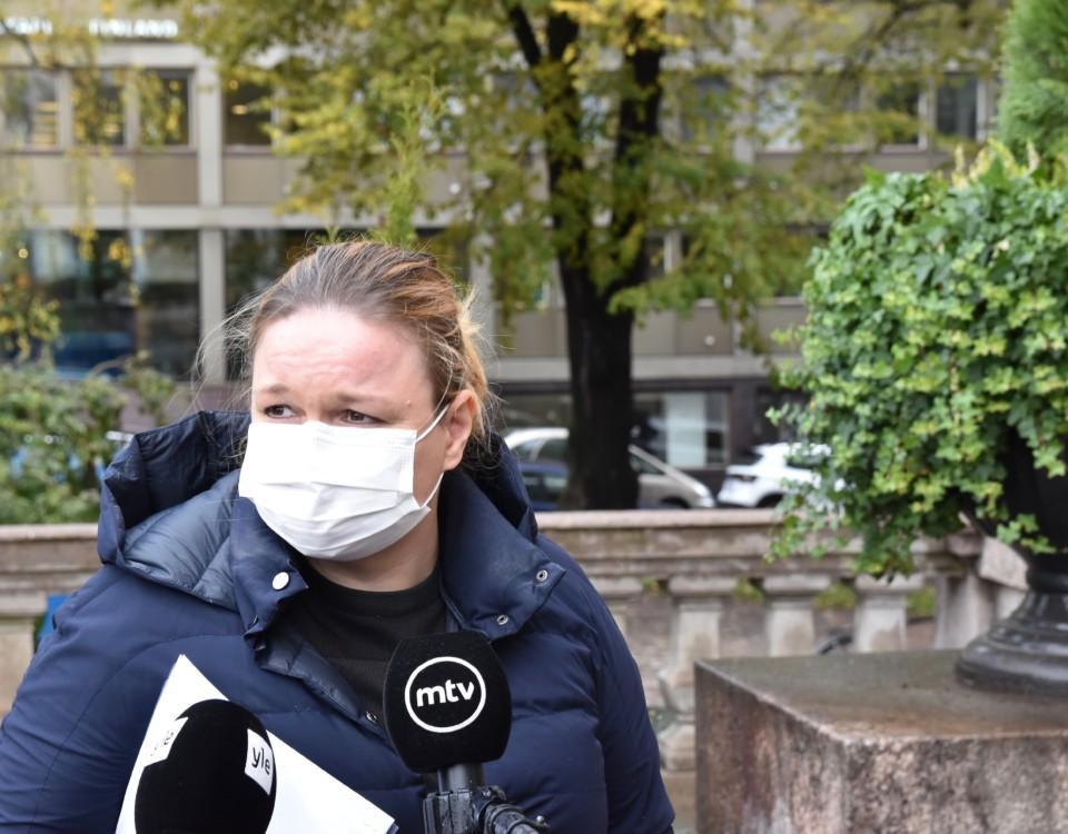 Kvinna med munskydd.