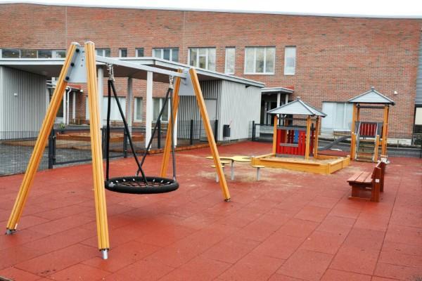Bild av lekparken på Braheskolans gård.