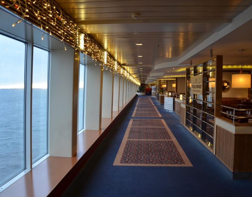 En korridor på ett passagerarfartyg.
