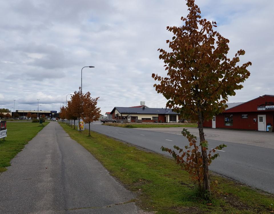 väg genom ett mindre centrumområde