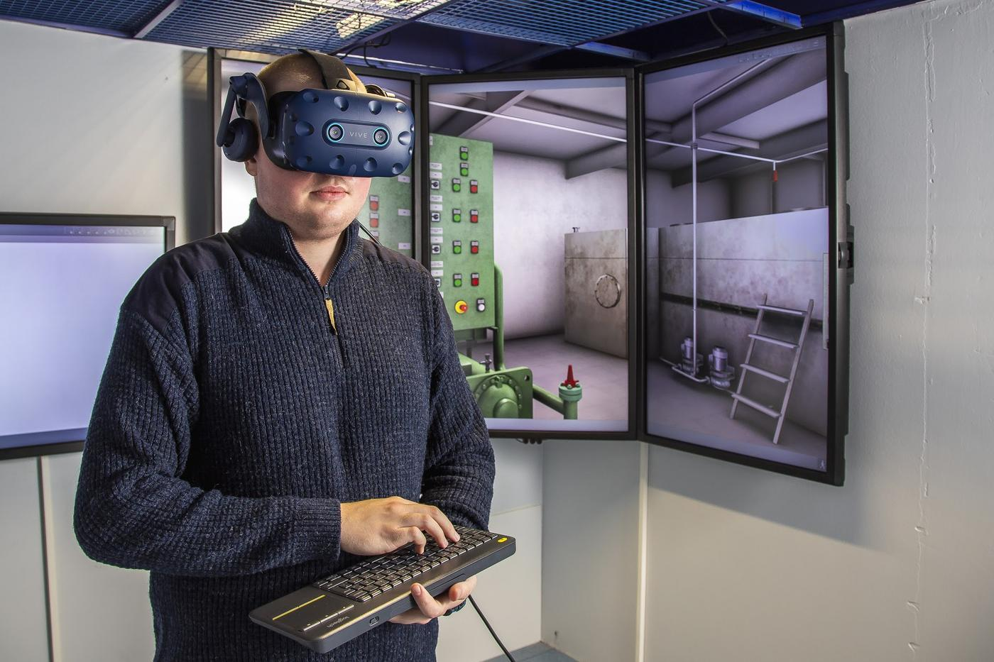Niklas Nyholm med VR-glasögon