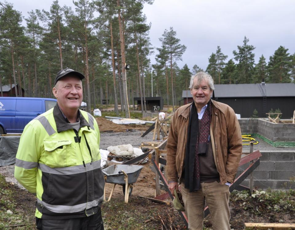 Två män på en byggarbetsplats