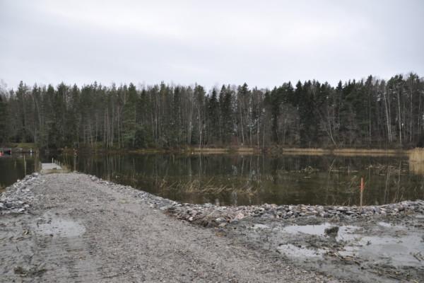 vattenområde och en pir