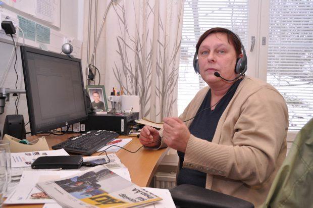 en kvinna i en telefonväxel