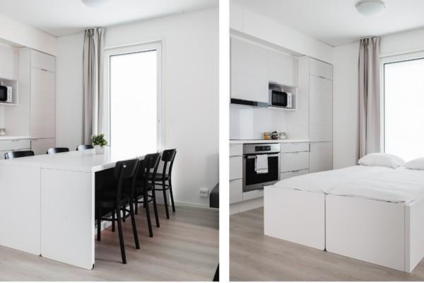 vita rum med vitt bord och vit säng