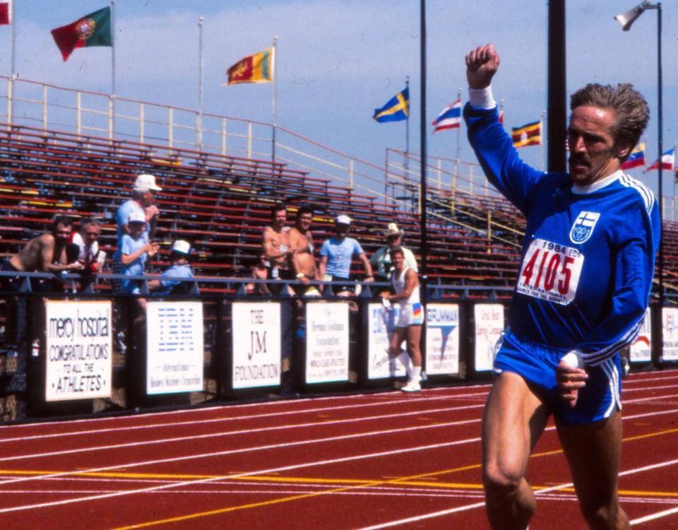 en idrottare på en löpbana