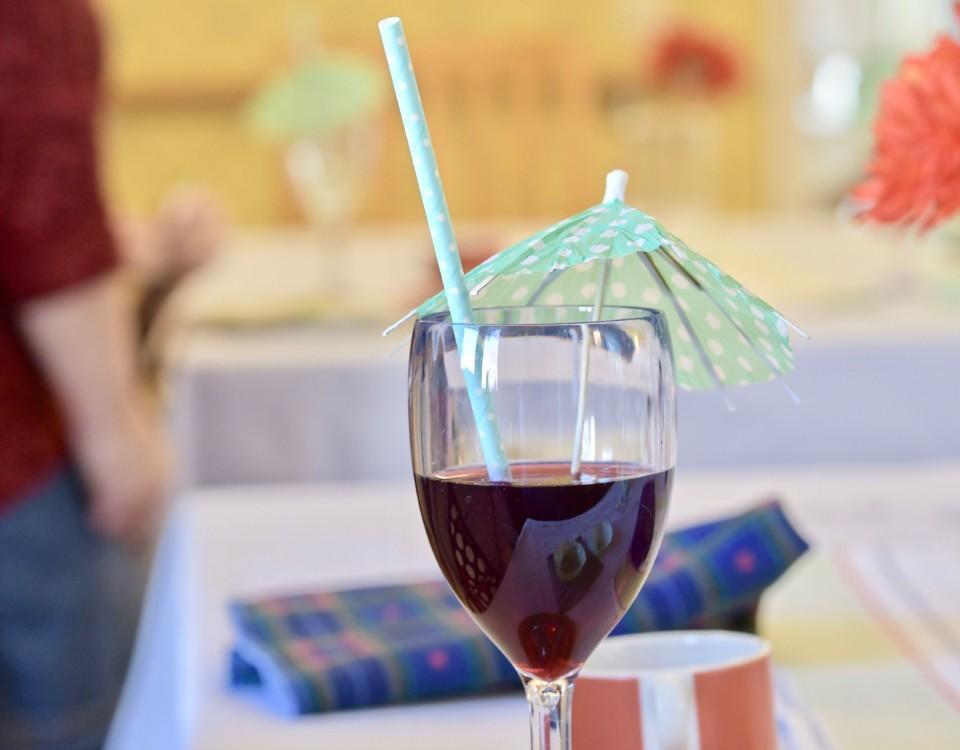 en drink med sugrör