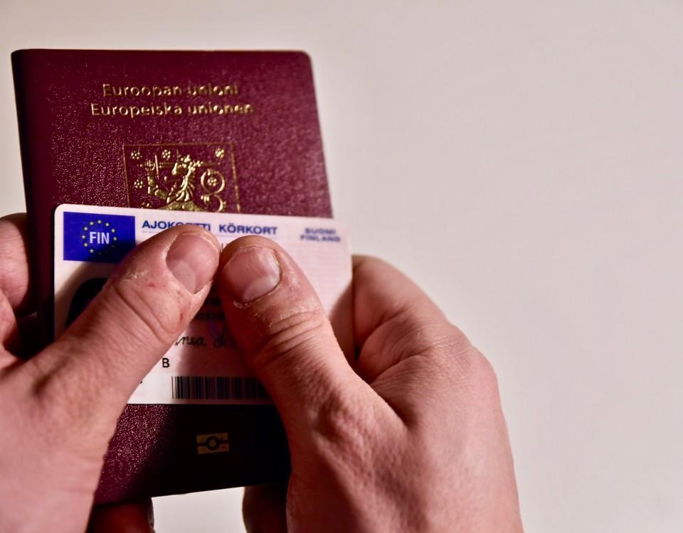 Ett pass och ett körkort