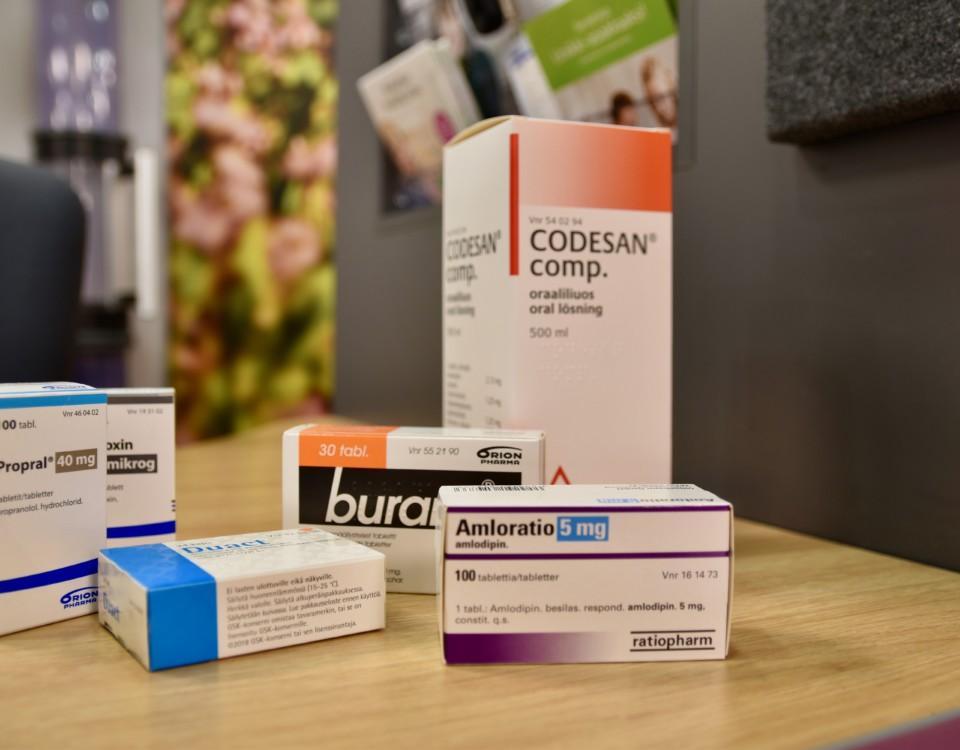 Mediciner på ett bord.