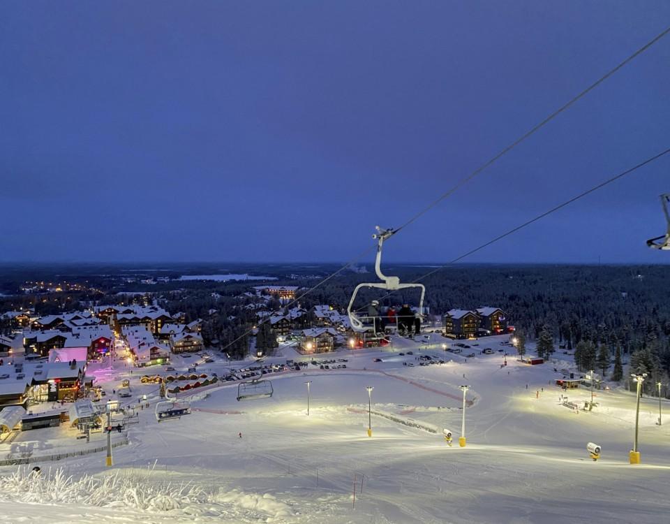en slalomlift kvällstid