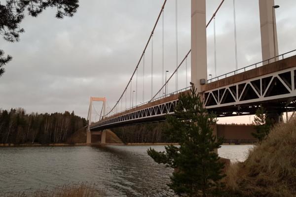en hängbro i stål