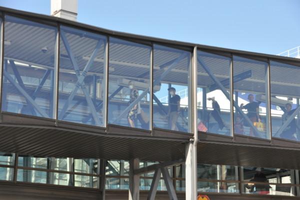 passagerare, resenärer, går av fartyget Baltic Queen i Åbo hamn