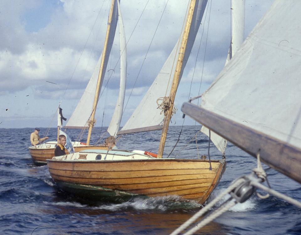 Två segelbåtar