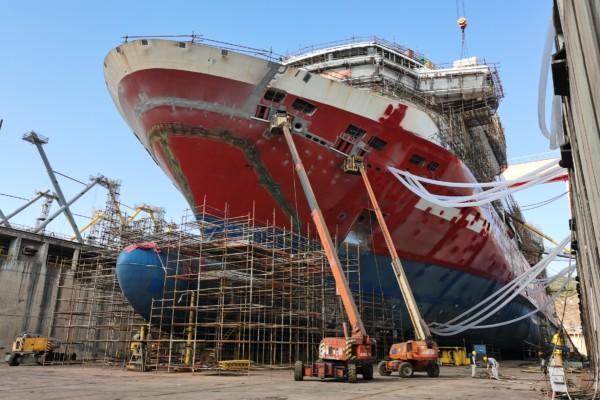 Ett fartyg i en torrdocka