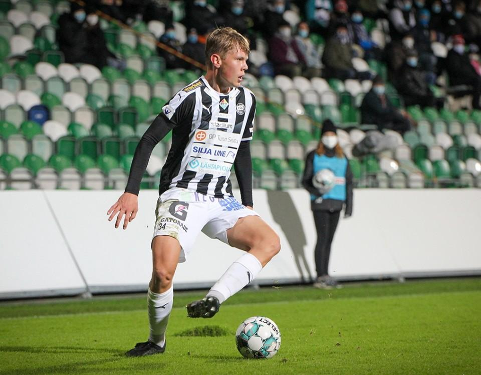 fotbollsspelare i svartvit skjorta