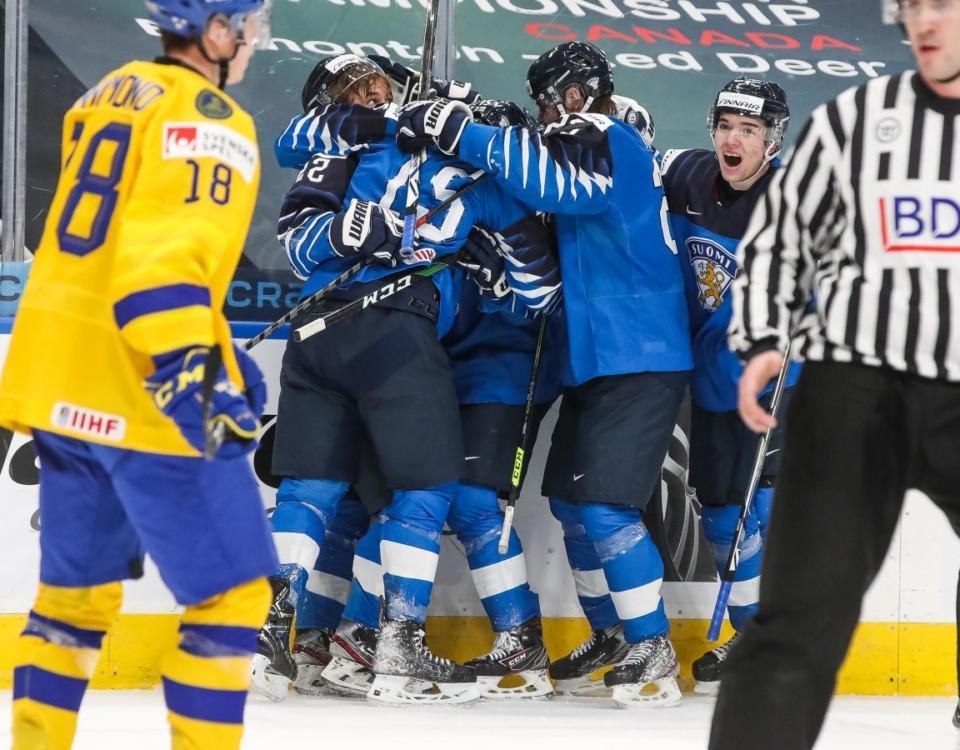 Hockeyspelare jublar