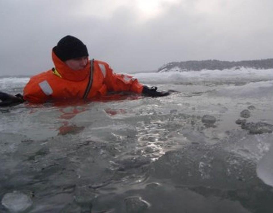 wn man som gått genom isen
