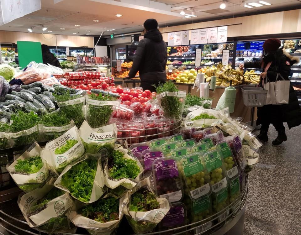 Bild från grönsaksavdelningen i affären.