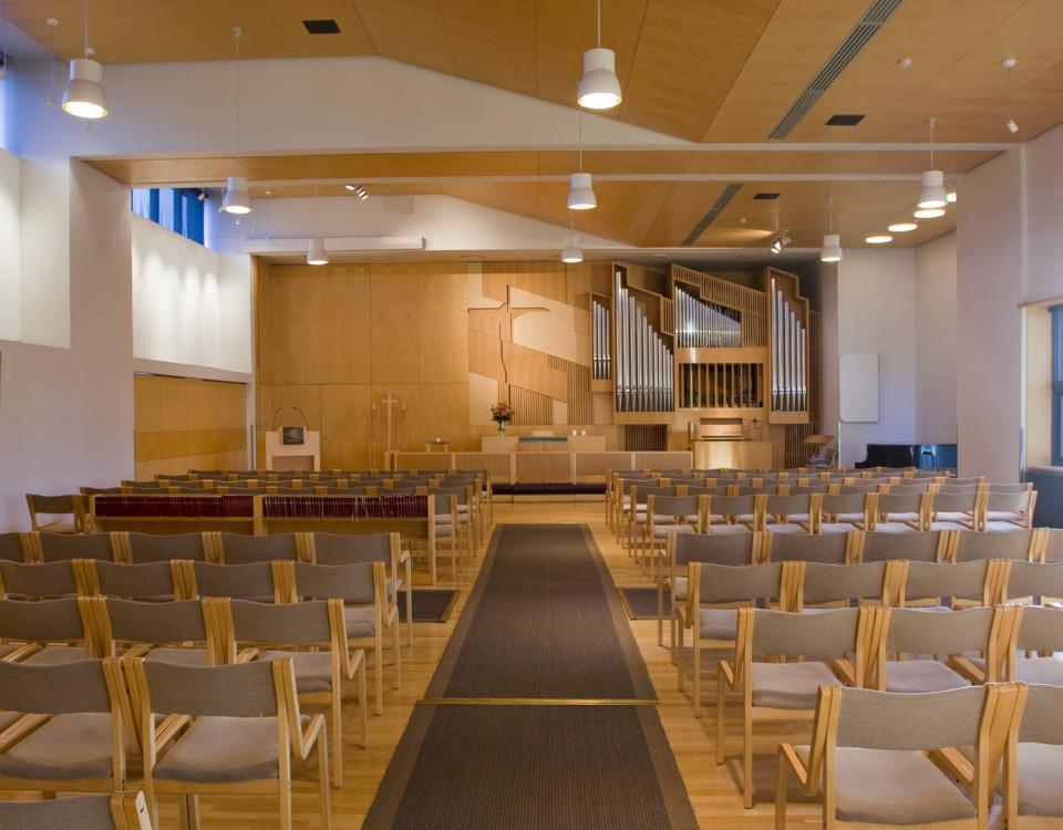 en tom kyrkosal