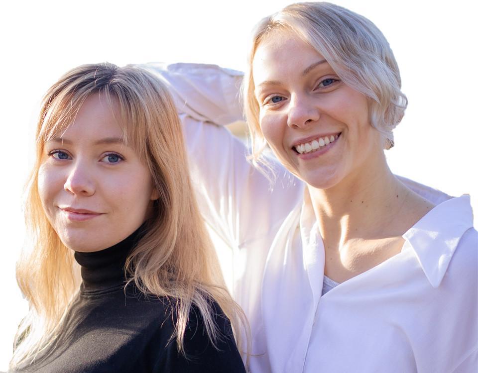 Två unga kvinnor