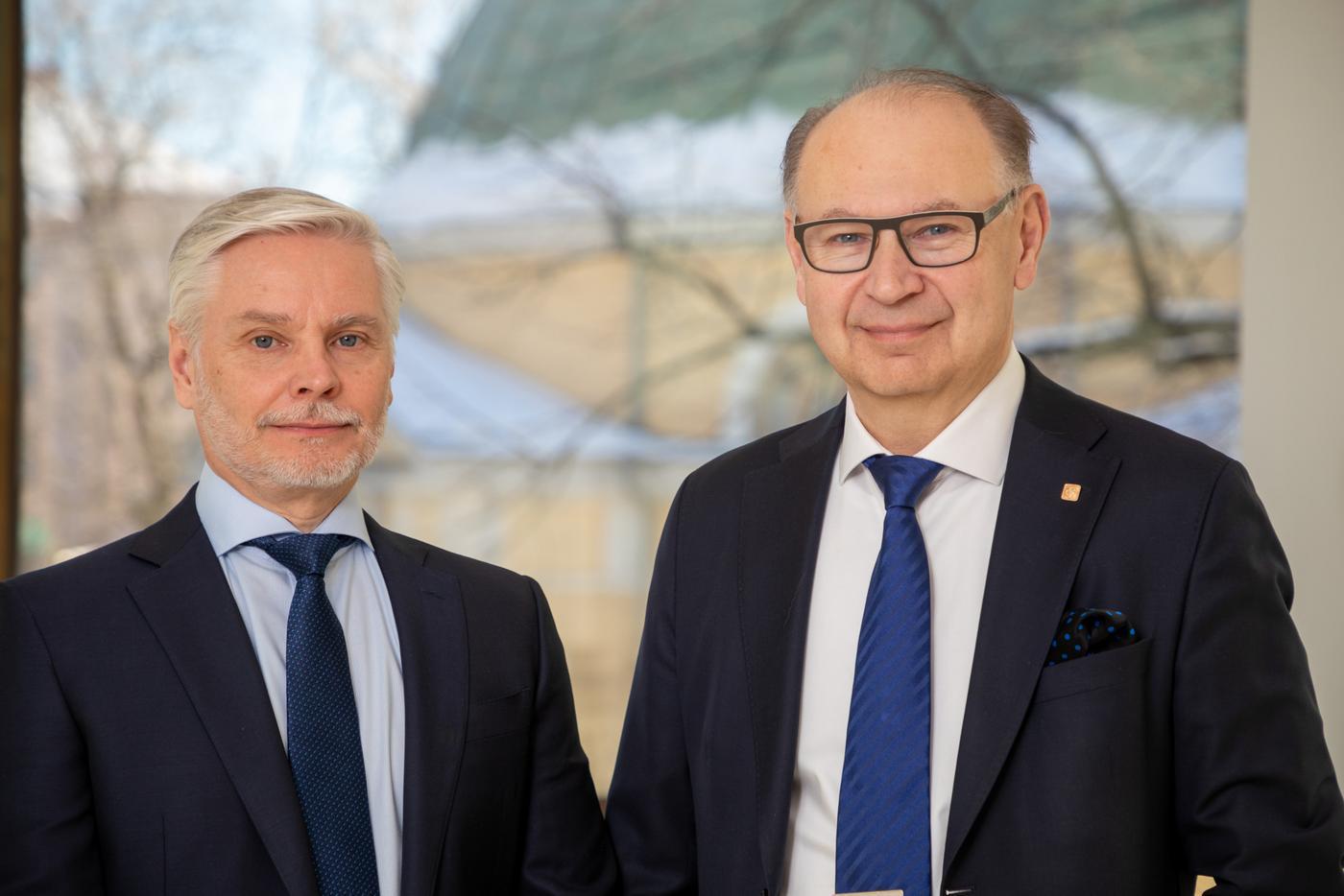 Två män i slips