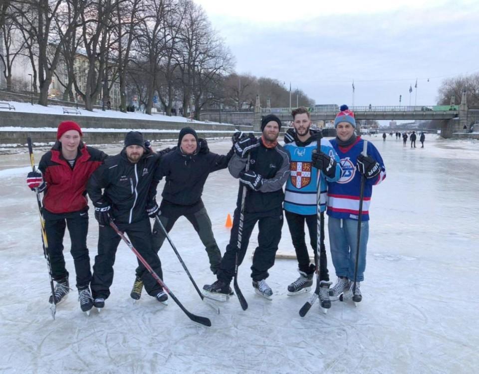 Hockeyspelare på Aura å