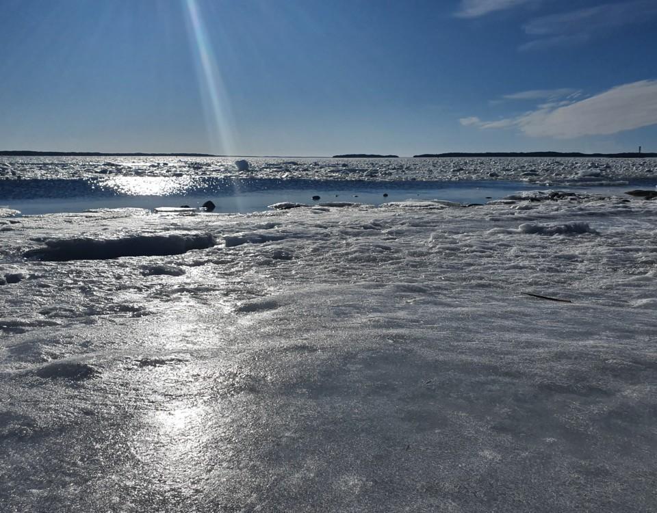 Is, hav och sol.