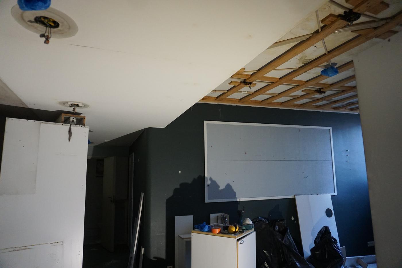 ett upprivet tak
