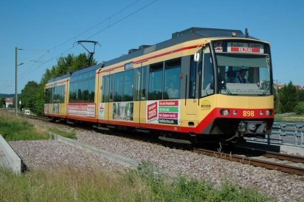Spårvagn som också fungerar som lokaltåg