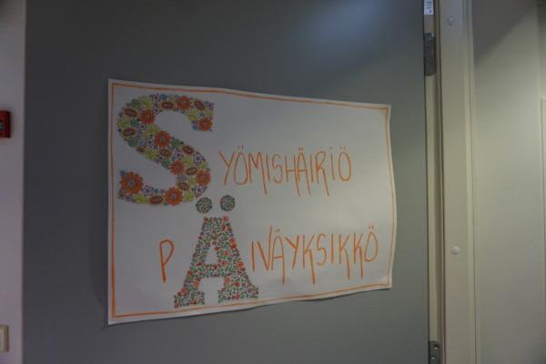 en dörrskylt med texten: ätstörningsklinikens dagsavdelning