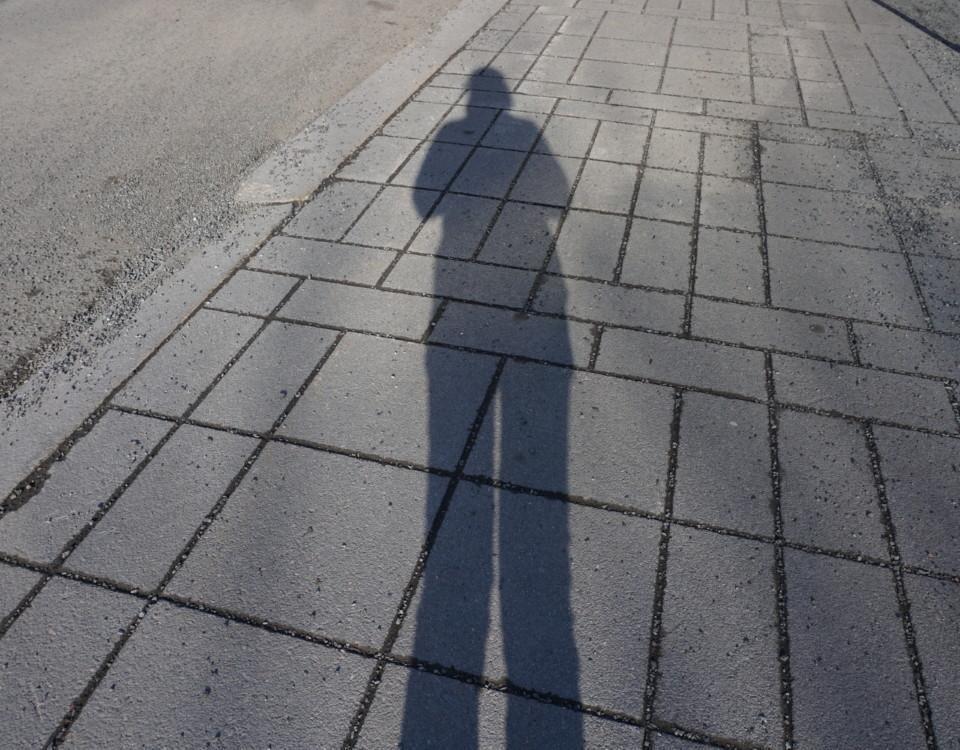 en skugga på en person