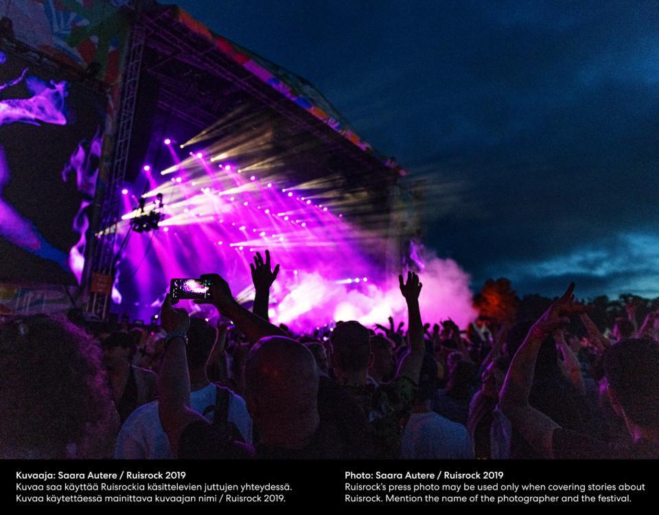 en livekonsertpublik, violetta scenljus