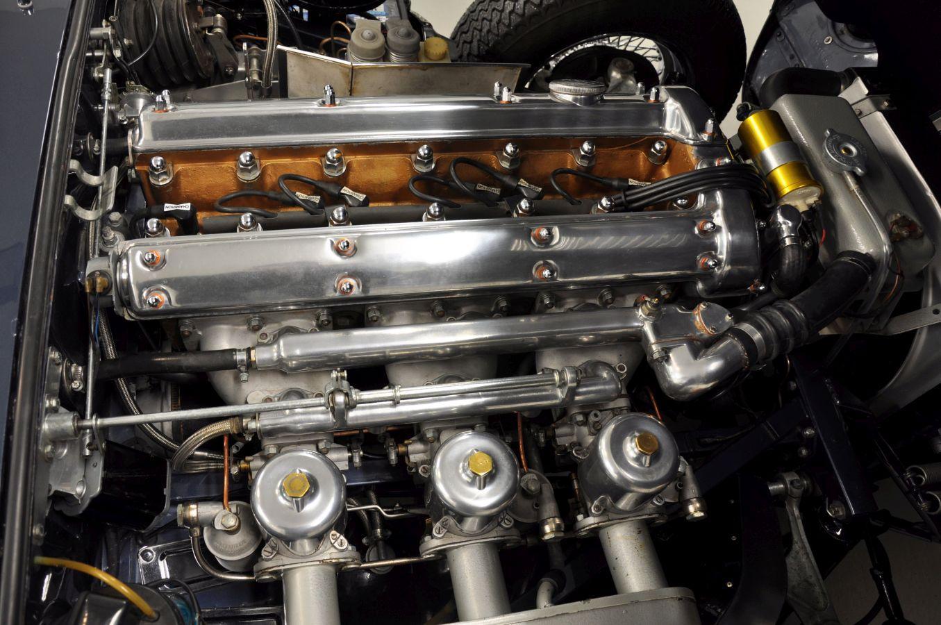 Gammal bils motor