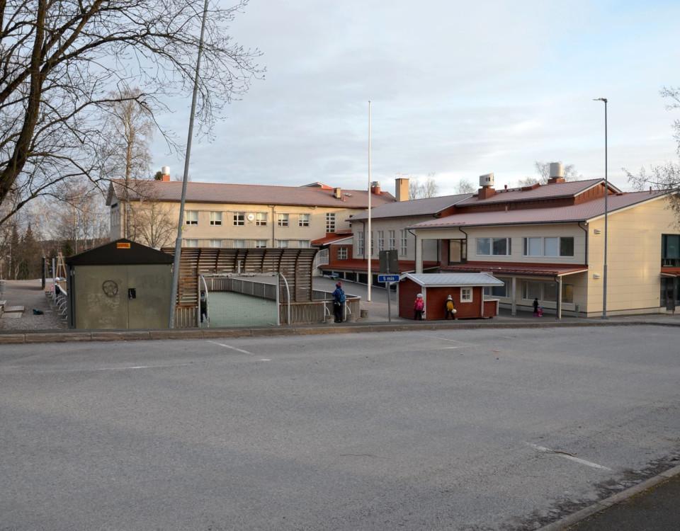 en skolbyggnad