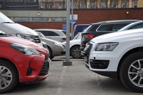Fullparkerad parkeringsplats