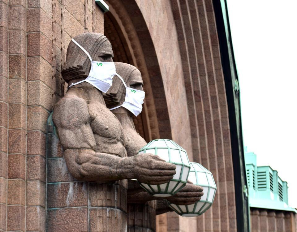 statyer med munskydd