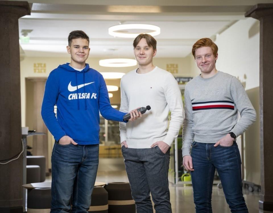 Tre ynglingar i en sal