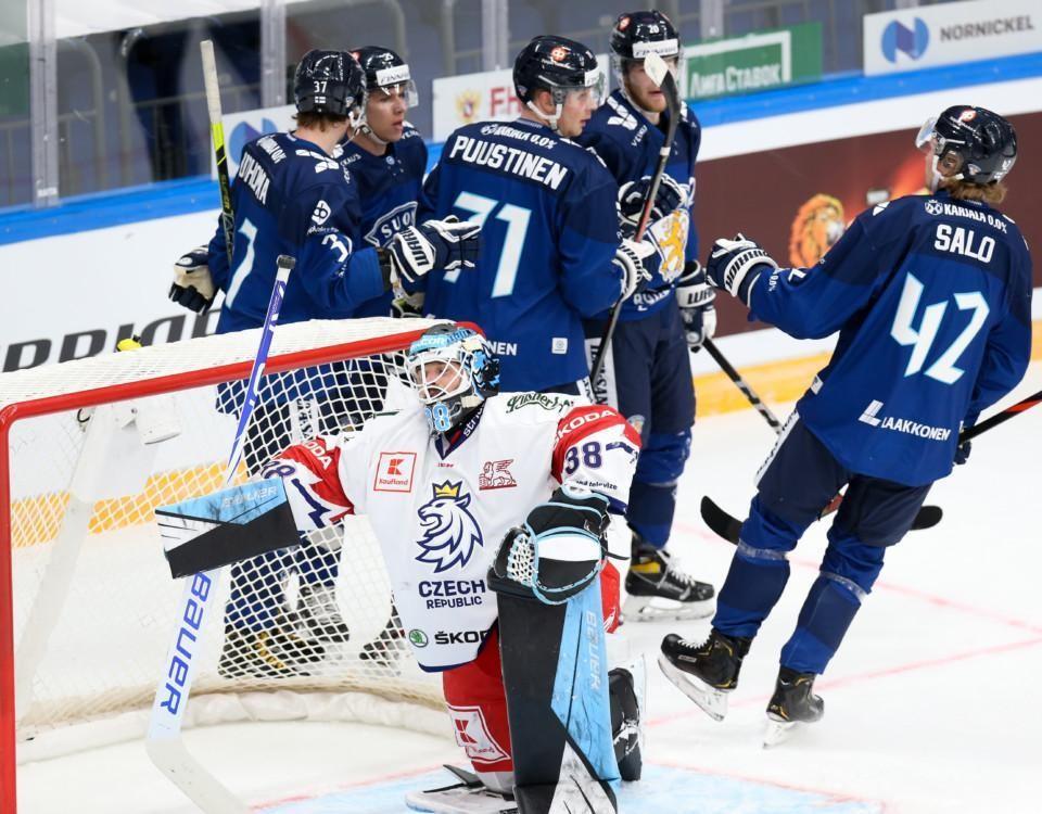 ishockeyspelare på planen
