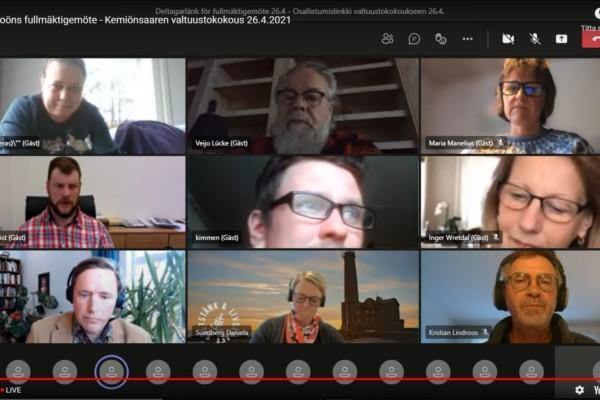 videomöte med nio deltagare på bild