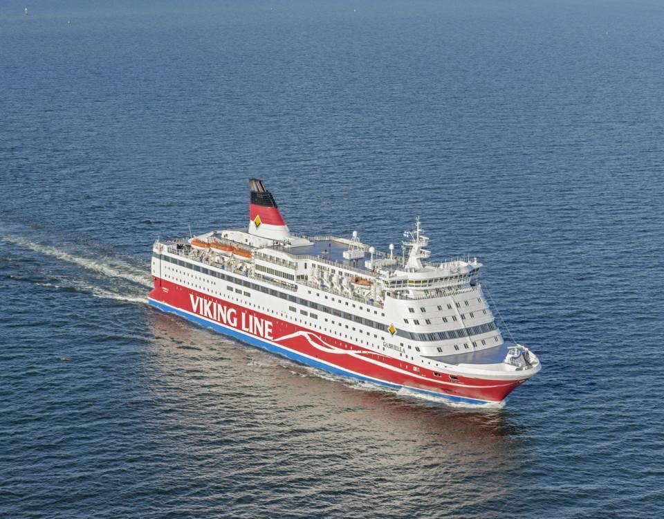 ett passagerarfartyg ute till havs