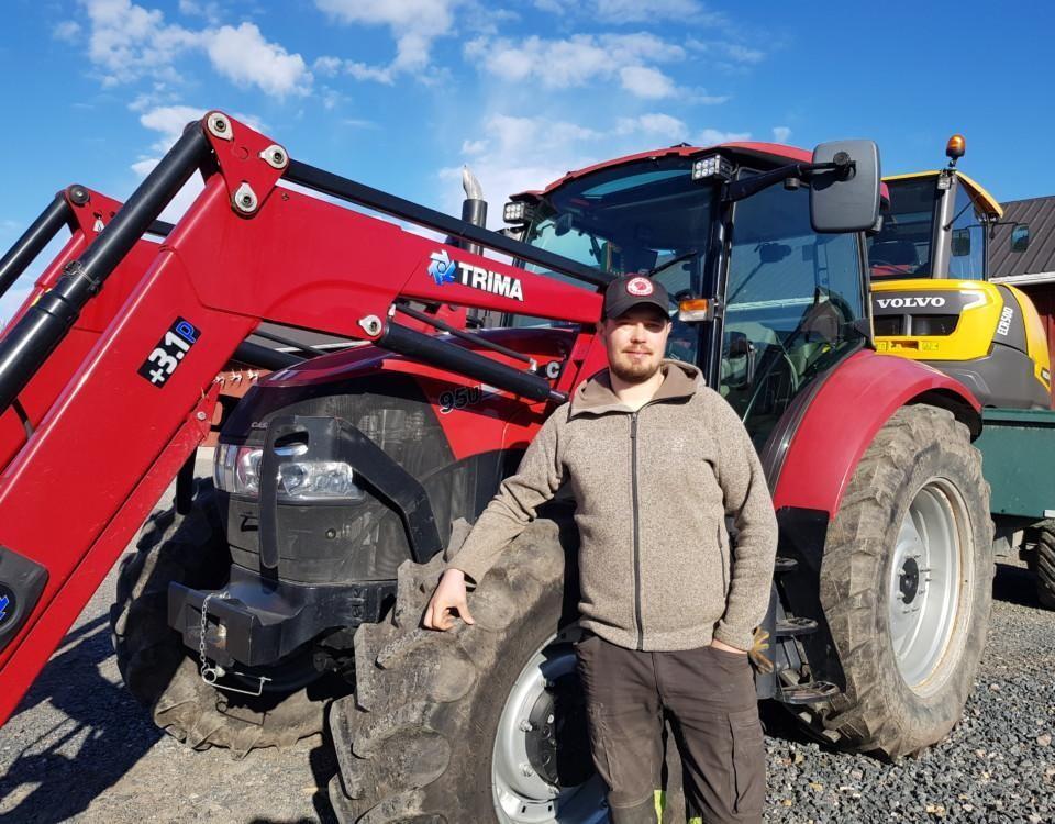 Man vid en traktor