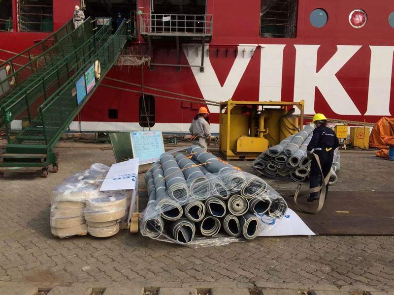 mattor utanför ett fartyg