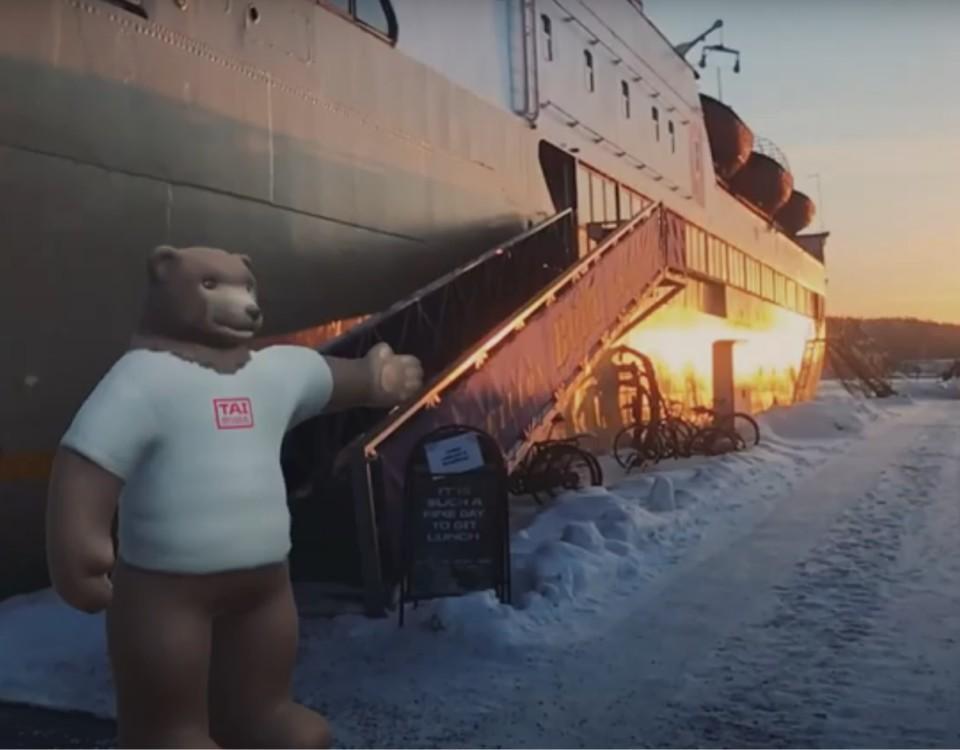 Animerad björn står vid fartyg