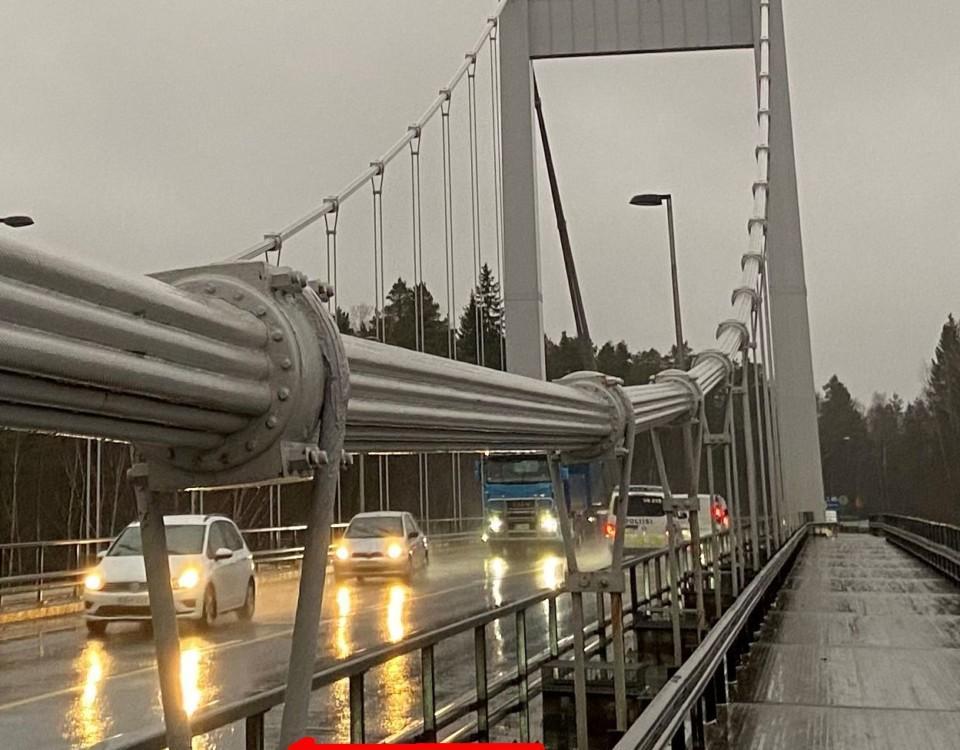 en bro i regnet